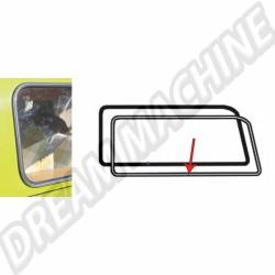 Moulure avec 1 clip pour joint de vitre latéral arrière gauche T2 68-->