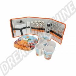 Kit vaisselle en PVC complet pour 4 personnes sur dream-machine.fr